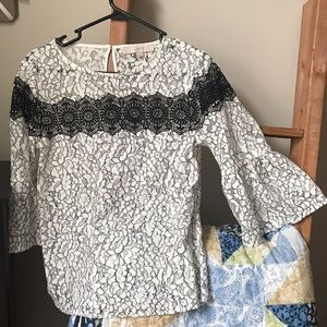 Loft Lace Bell Sleeve Top 🌸